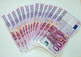 Novináři z Eura chystají ekonomický týdeník