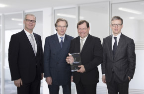 "Daimler names CG Car-Garantie ""Insurance Provider of the Year"""