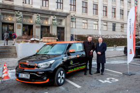 CEZ delivered electric car to the minister