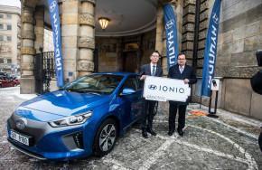 Hyundai půjčil elektromobil Mládkovi