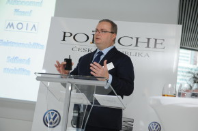 Strašil jednatelem Volkswagen Financial Services