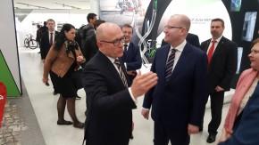 Šéf Škody Maier ukázal Sobotkovi výstavu