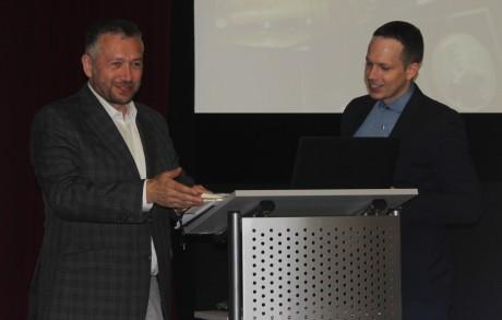 Radovan Hasala z asociace elektromobility a inovativních technologií a Patrik Mádle z komunikace ČSOB
