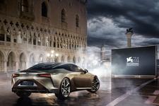 Lexus sponzorem Benátského festivalu