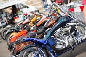Harley-Davidson slavilo v Praze 110 000 lidí