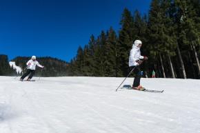 Jak bezpečně cestovat s lyžemi a snowboardem?