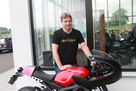 Tomáš Kabourek, majitel motoshopu Yamaha Písek s jubilejní stavbou KBRK XSR900