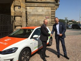 ČEZ půjčil elektromobil ministerstvu průmyslu