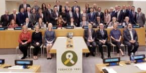 """AXA podepsala """"Závazek finančnictví bez tabáku"""""""