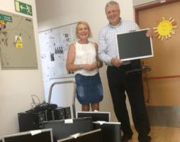 Sberbank darovala školákům počítače