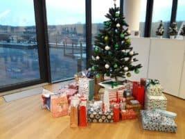 Zaměstnanci Sberbank splnili vánočních přání dětem a seniorům