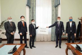 Hyundai přispěl Česku na 20 000 respirátorů