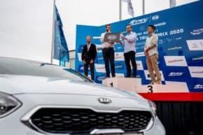 Kia předala vozy kurzům bezpečné jízdy