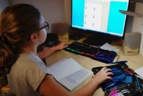 Direct daroval dětem 44 počítačů